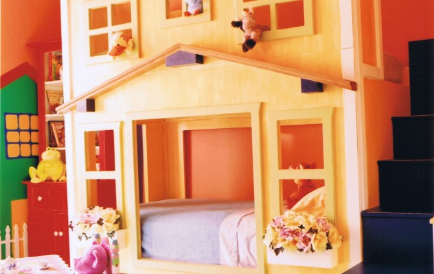 Two-story bunk bed